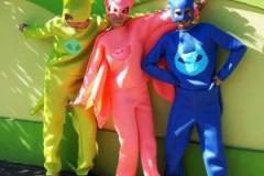 eroi-petreceri-pijamale-300x225